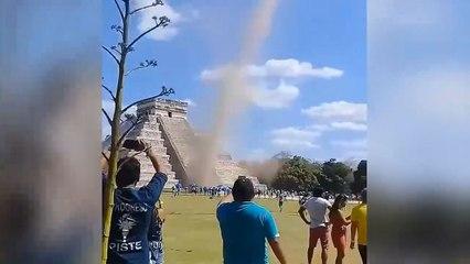Une tornade se forme sur le site archéologique de Chichén Itzá