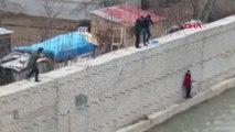 Gümüşhane Harşit Çayı'nda Mahsur Kalan Yaralı Şahin Kurtarıldı