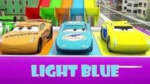Automobiles incolore dans la boîte à surprise peint dans la salle de bain, d'apprendre les couleurs avec le véhicule