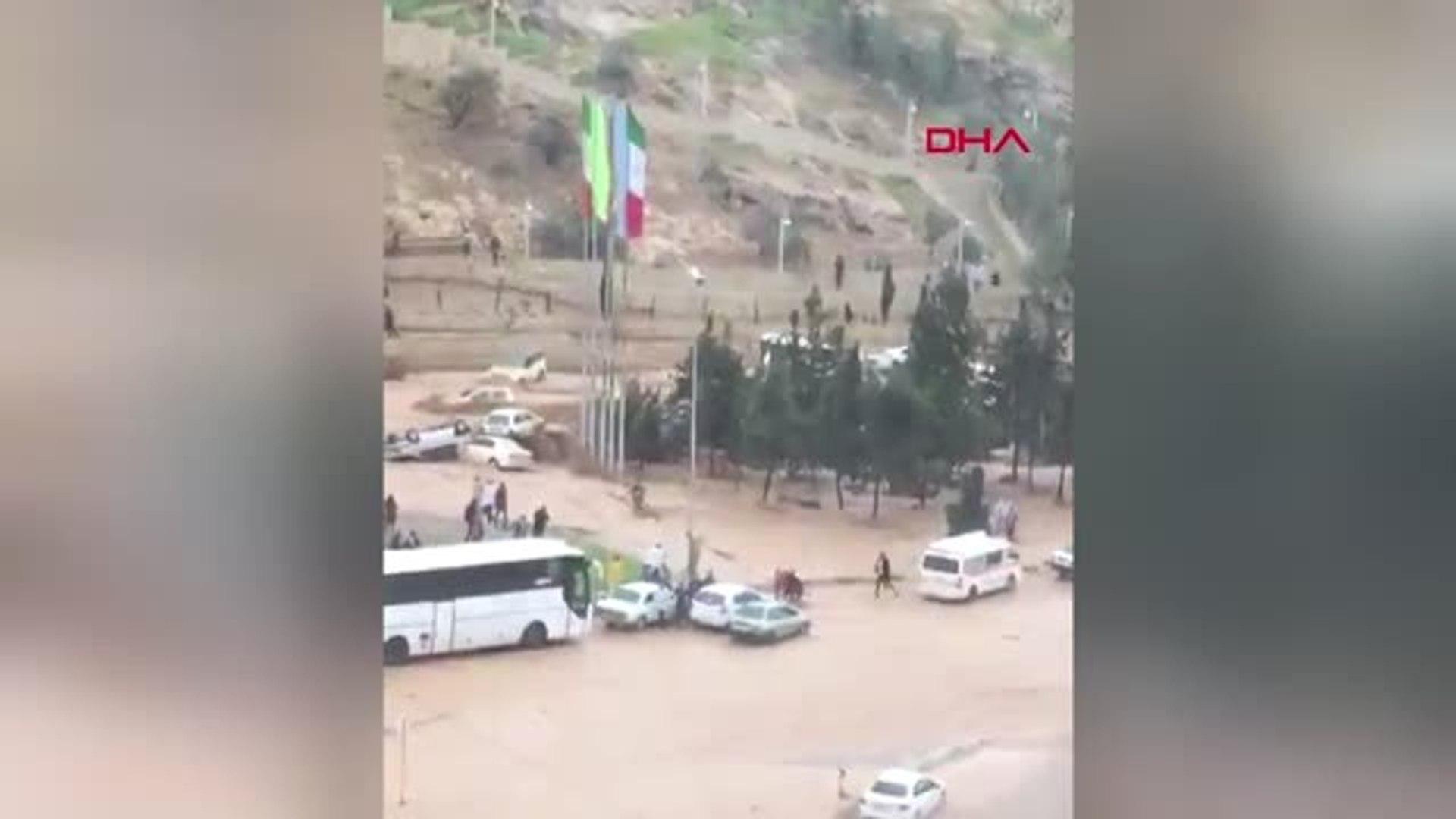 Dha Dış - İran'da Sel 11 Can Aldı... Otomobiller Ana Yolda Sürüklendi