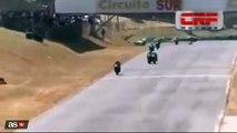 Bagarre entre deux pilotes de Superbike