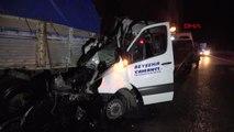 Konya'da Yolcu Minibüsü Kamyona Çarptı 2 Ölü, 13 Yaralı