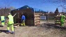 Le démantèlement de la cabane des Gilets jaunes à Carpentras