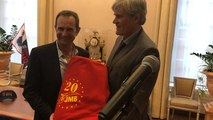 Le driver-entraîneur J.-M. Bazire honoré par le maire du Mans, Stéphane Le Foll