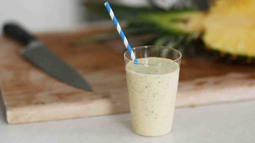 Pineapple-Coconut Chia Smoothie