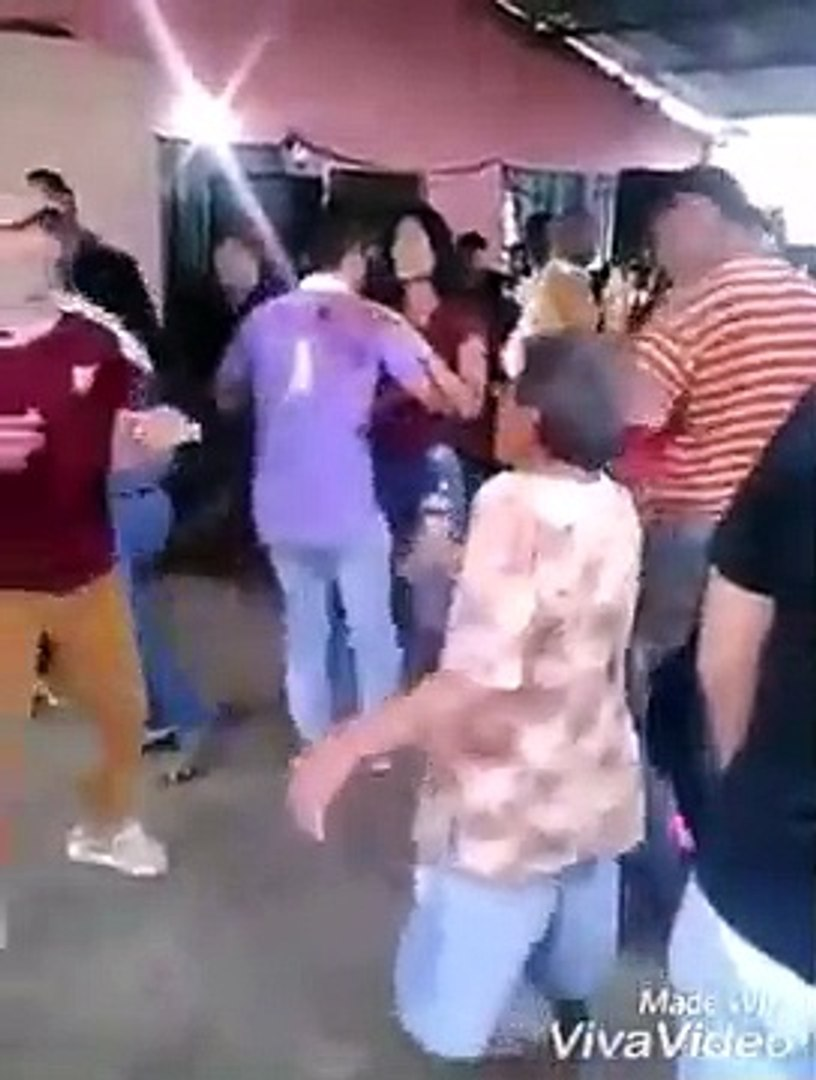 A dona da festa dando show - Vídeos Engraçados do Whatsapp