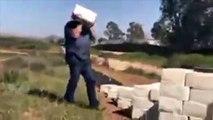 Il construit un mur en fromage à la frontière entre les Etats-Unis et le Mexique