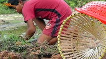 Primitive Technology: Man Make Crocodile Trap Using Plastic & Deep Hole That Work 100%