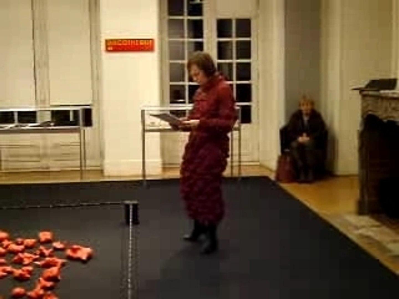Sylvie Nève lit