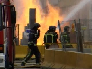 Una fuga de gas provoca llamas de ocho metros de altura en Barcelona