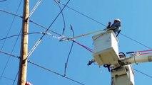 Electricista provoca un impresionante cortocircuito