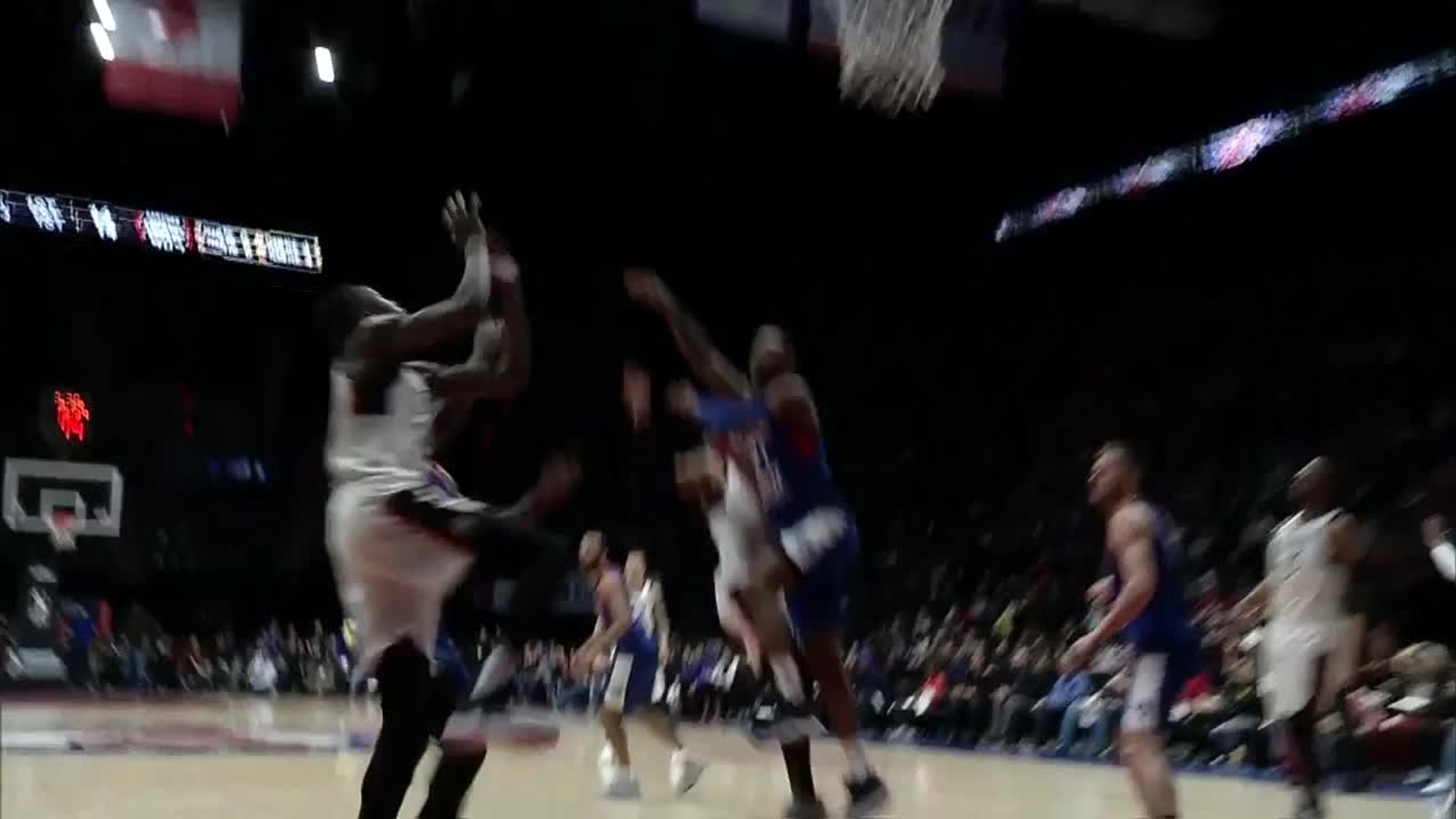 Chris Boucher slams home the alley-oop