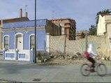 El derribo de una casa amenaza la vida de la 'chica burbuja'