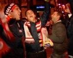 Los aficionados celebran la victoria del Atlético