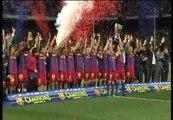 El Barça recibe el trofeo de campeón de Liga
