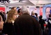 Decenas de  franceses siguen la noche electoral en la sede del PSOE en Madrid