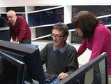 Jubilados dan clases de informática a presos en tercer grado