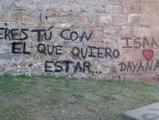 Unos jóvenes de Barcelona deberán pagar una multa de más de 2.000 euros por unas pintadas en las paredes del Castillo de Montjuic