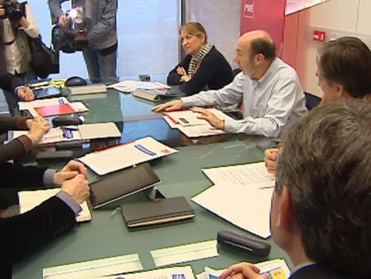 Rubalcaba reune a su equipo económico en Ferraz
