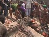 110 y más de 800 heridos al derrumbarse varios edificios de un polígono industrial en Bangladesh