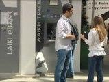Los chipriotas van a la caza del cajero con dinero
