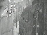 La Guardia Civil, a pedradas con los inmigrantes