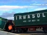 Colisionan dos camiones en la A-4 y uno de ellos vierte sus 300 litros de combustible