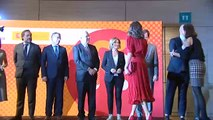 La reina Letizia preside los Premios Nacionales de la Industria de la Moda vestida con un traje de la reina Sofía