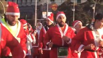 El espíritu navideño toma las calles de Madrid en la tradicional carrera de Papás Noel