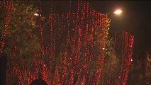 París ya respira el espíritu navideño después de encender las luces de Navidad