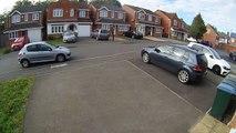 Un voisin courageux utilise sa voiture pour empêcher des voleurs de s'enfuir