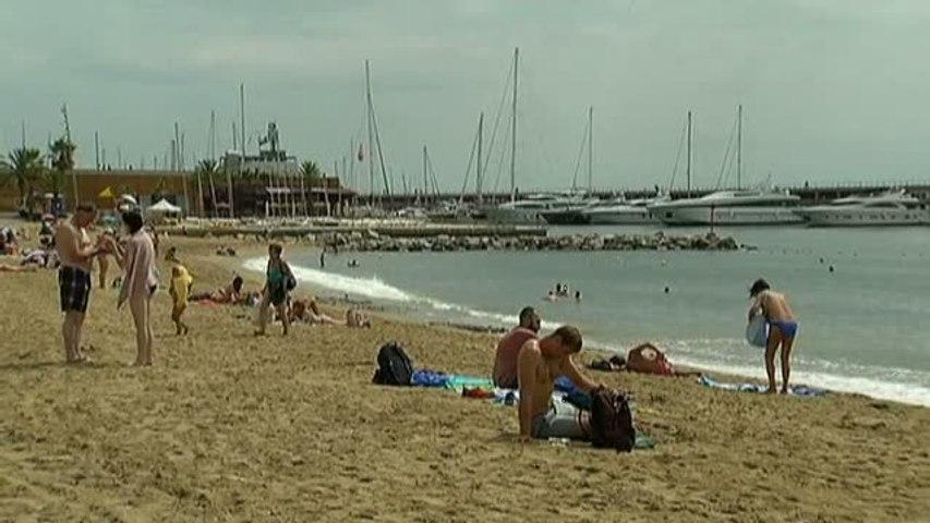 Los ayuntamientos costeros declaran la guerra a las colillas en las playas | Godialy.com