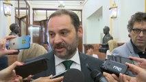PSOE y Unidos Podemos piden el cese inmediato de Moix en los pasillos del Congreso