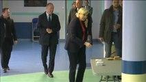 Marine Le Pen vota en su feudo electoral en Henin-Beaumont