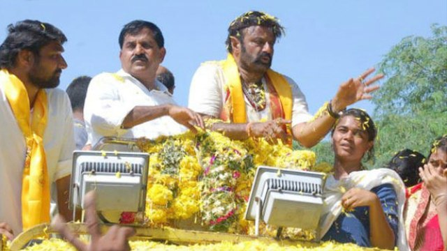 AP Assembly Elections 2019 : బాలయ్య ఎన్నికల ప్రచారం... ఓ నిర్మాతను ఆస్పత్రి పాలు చేసింది || Oneindia