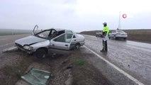 Direksiyon Hakimiyetini Kaybeden Sürücünün Kullandığı Araç Takla Atarak Refüje Girdi: 2 Yaralı