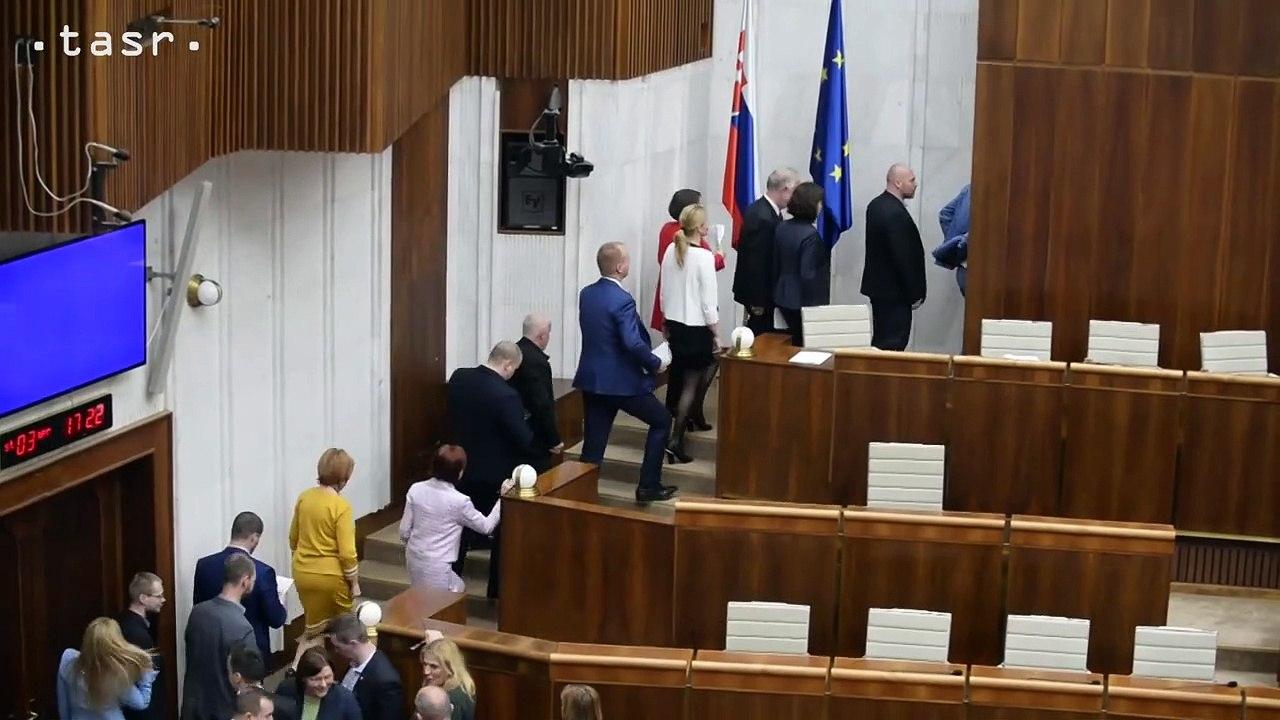 Poslanci zvolili šiestich kandidátov na sudcov ÚS, voľbu si zopakujú