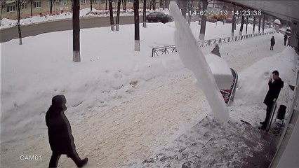 Falling Ice Block Miraculously Misses Pedestrian