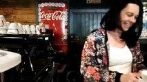 L'Artiste à L'Hopital : le bar qui rassemble humoristes et lanceurs de couteaux