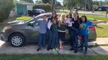 Une nouvelle voiture offerte à une jeune femme élevant ses cinq frères et sœurs