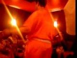 Abdou Dance avec Zahouania au Micro