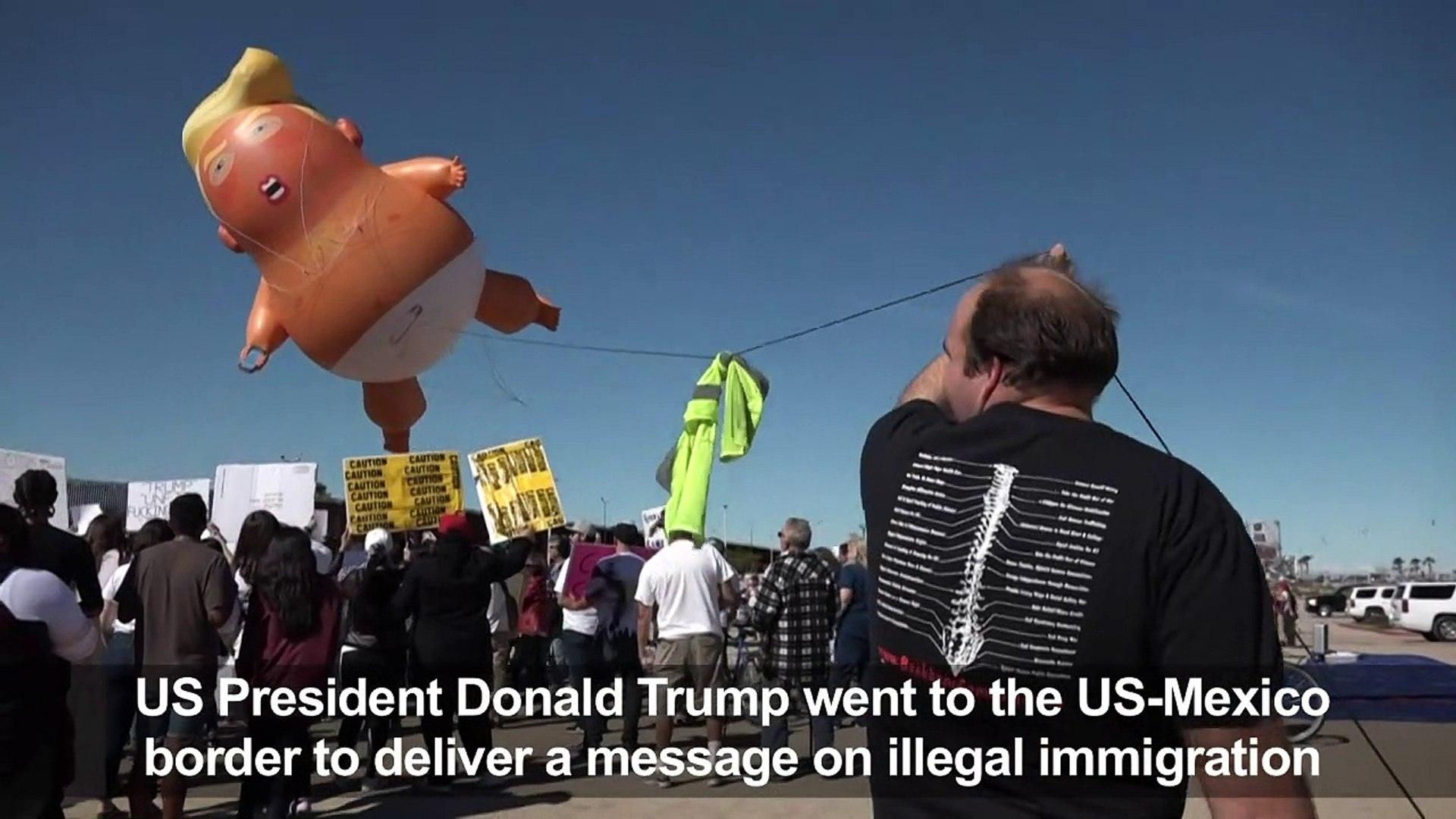 Baby Trump balloon greets Trump at US-Mexico border