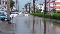 Didim'de Şiddetli Yağmur...Bulvar ve Caddeler Sular Altında Kaldı, Rögarlar Taştı