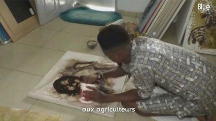 Cet artiste ivoirien utilise du café et du cacao pour réaliser des peintures de leaders africains