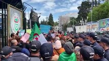 Les journalistes de l'ENTV protestent contre la censure
