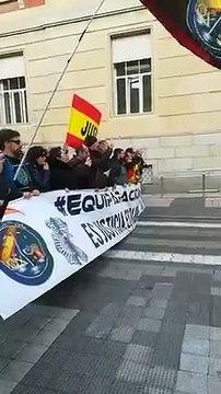 Jusapol recibe a Pedro Sánchez con protestas