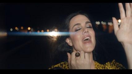 Vanessa Amorosi - Heavy Lies The Head