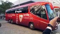 Sevilla-Betis: Llegada del autobús del Sevilla al Pizjuán