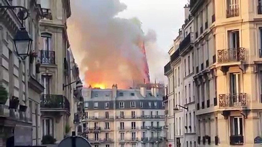 BREAKING VIDEO! THE SPIRE AT THE NOTRE DAME CATHEDRAL HAS JUST COLLAPSED