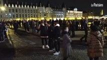 Notre-Dame-de-Paris en feu : les Parisiens et touristes submergés par l'émotion